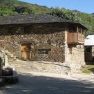 Holiday cottage at León: Casa Rural Cornatel